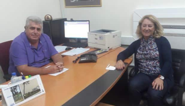 Αποτέλεσμα εικόνας για Συνάντηση με την Διευθύντρια της Περιφερειακής Διεύθυνσης Αττικής και Νήσων του Οργανισμού Πληρωμών και Ελέγχου Κοινοτικών Ενισχύσεων, Φούζα  Γεωργία είχε χθες το βράδυ στο γραφείο του ο Αντιπεριφερειάρχης Αγροτικής Οικονομίας, Φιλήμονας Ζαννετίδης.  Αντικείμενο της συνάντησης πέραν των επιδοτήσεων που υπάρχουν στα νησιά της Περιφέρειας, ήταν οι ενημερώσεις των ωφελούμενων για τις πληρωμές αλλά και για τις υποχρεώσεις που έχουν.  Έτσι, το επόμενο διάστημα που υπολογίζεται  προς τα τέλη του Οκτωβρίου, θα ξεκινήσουν ενημερωτικές συνελεύσεις σε συνεργασία  Περιφέρειας, ΟΠΕΚΕΠΕ και φορέων που έχουν την ευθύνη σύνταξης των αιτήσεων της ενιαίας ενίσχυσης (Ένωση Αγροτικών Συνεταιρισμών και Αγροαναπτυξιακή Δωδεκανήσου)  Οι συνελεύσεις θα ξεκινήσουν από τη Ρόδο και θα συνεχιστούν σε άλλα νησιά της Περιφέρειας.  Το Γραφείο Τύπου