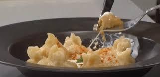Μαντί με αρνίσιο κιμά και Γραβιέρα Νάξου ΠΟΠ της ΕΑΣ Νάξου και σάλτσα γιαουρτιού